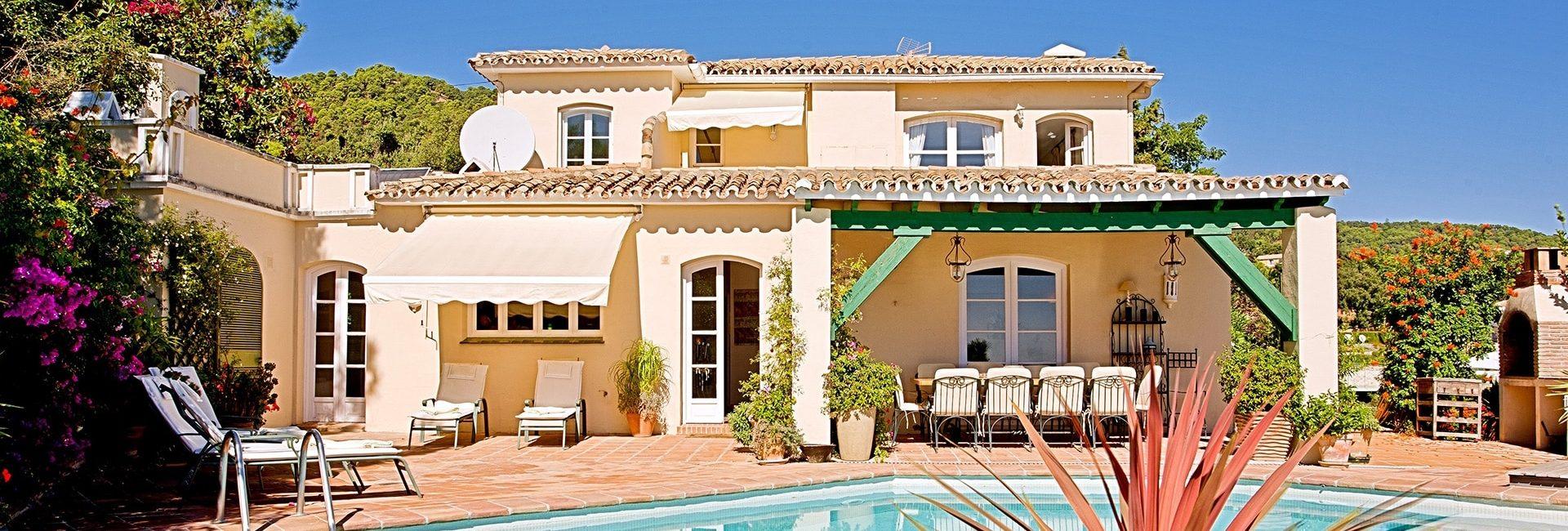 expat holiday villa interior design